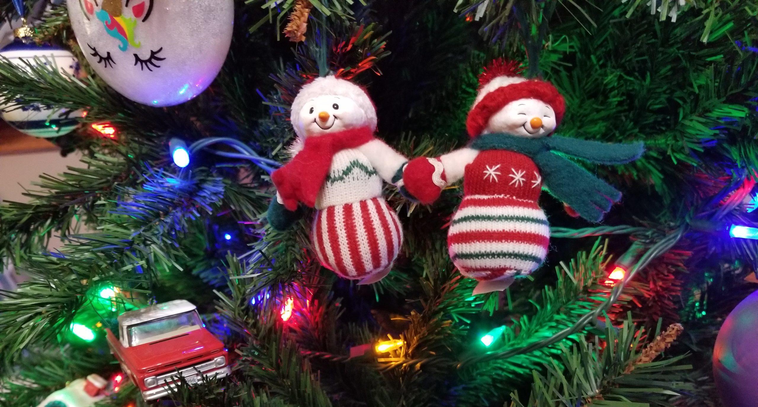 Christmas Tree Snow Couple